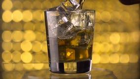 Whisky de colada en el vidrio metrajes