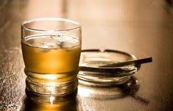 Whisky e sigaretta Fotografie Stock Libere da Diritti