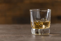 Whisky in een glas Stock Foto's