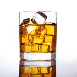 Whisky en ijs. royalty-vrije stock afbeeldingen
