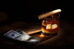 Whisky en sigaar royalty-vrije stock foto's