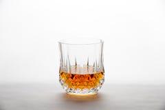 Whisky en un vidrio del Diamante-corte Foto de archivo libre de regalías