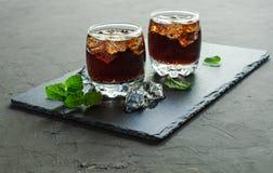 Whisky i kola z kostką lodu Obraz Royalty Free