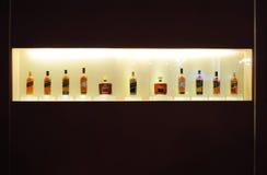 Whisky im Schaukasten Stockbild