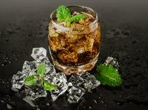 Whisky med is och mintkaramellen arkivfoto