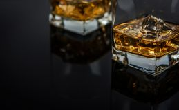 Whisky mit Eis stockfoto