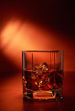 Whisky mit Eis Lizenzfreie Stockbilder
