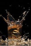 Whisky mit Eis Stockbild