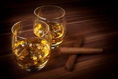 Whisky mit Zigarren Stockfotografie