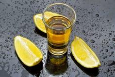 Whisky mit Zitrone Stockbilder