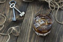 Whisky på vaggar, repet och tangenter Royaltyfri Bild