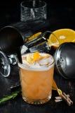 Whisky Sauer Alkoholisches Cocktail in einem Glas stockfotografie