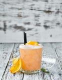 Whisky Sauer Alkoholisches Cocktail in einem Glas stockfotos