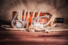 Whisky starzejący się elita alkohol na drewnianym tle obraz royalty free