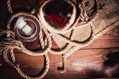 Whisky starzejący się elita alkohol na drewnianym tle zdjęcie stock