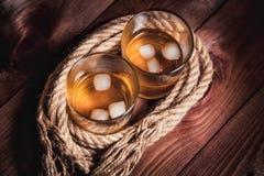 Whisky starzejący się elita alkohol na drewnianym tle fotografia royalty free