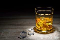 Whisky strzał pije, alkoholów strzały, Szkocki, i alkohol, alkoholiczka obrazy royalty free