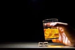 Whisky strzał pije, alkoholów strzały, Szkocki, i alkohol, alkoholiczka zdjęcie stock