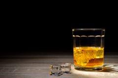 Whisky strzał pije, alkoholów strzały, Szkocki, i alkohol, alkoholiczka zdjęcia stock