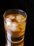 Whisky sulle rocce immagine stock libera da diritti