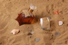 Whisky und alte Münzen Stockfotografie