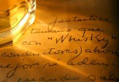 Whisky und altes Tagebuch Stockfotografie