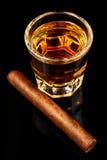 Whisky und eine Zigarre Lizenzfreie Stockfotografie