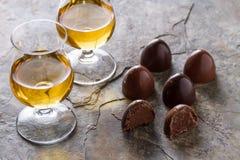 Whisky und Schokolade stockbilder