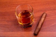 Whisky und Zigarre Lizenzfreies Stockbild