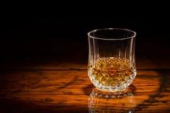 Whisky y madera en proyector Fotografía de archivo libre de regalías