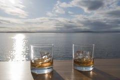 Whisky zwei auf Felsen zur Sonne Lizenzfreie Stockfotos