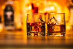 Whiskydranken op hout Royalty-vrije Stock Fotografie