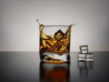 Whiskyfärgstänk Arkivfoto