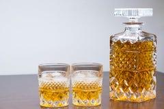 Whiskyflasche und -gase lizenzfreie stockfotos