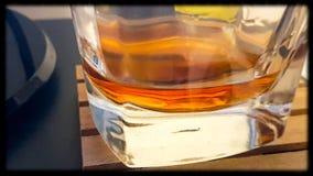 Whiskyglas, en een drank Stock Foto's