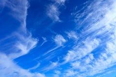 Whispy chmury obrazy stock
