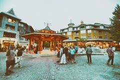 WHISTLER, КАНАДА - 12-ОЕ АВГУСТА 2017: Улицы города посещения туристов Стоковые Изображения RF
