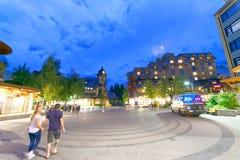 WHISTLER, КАНАДА - 12-ОЕ АВГУСТА 2017: Улицы города посещения туристов Стоковые Изображения