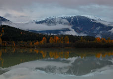 Whistler над зеленым озером Стоковые Изображения