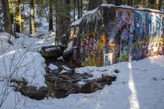 Whistler pociągu wraku miejsce graffiti zakrywał taborowych samochody obraz royalty free