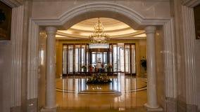 предводительствует whit таблицы соф лобби гостиницы Стоковые Изображения