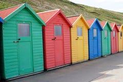 whitby海滩的小屋 免版税库存图片