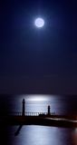 whitby被月光照亮的码头 库存图片