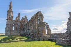 Whitby Abbey forntida kloster i Whitby, England Arkivbilder