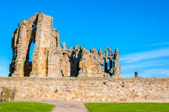 Whitby Abbey i North Yorkshire, UK Royaltyfri Fotografi