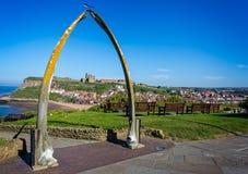 Whitby Abbey par la voûte d'os de baleine photographie stock