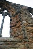 Whitby Abbey, Yorkshire - detallado de ventana imágenes de archivo libres de regalías