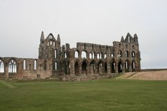 Whitby Abbey, Yorkshire an einem bewölkten Tag Lizenzfreies Stockbild