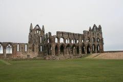 Whitby Abbey, Yorkshire en un día nublado imagen de archivo libre de regalías