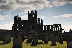 whitby abbeysilhouette Arkivfoto